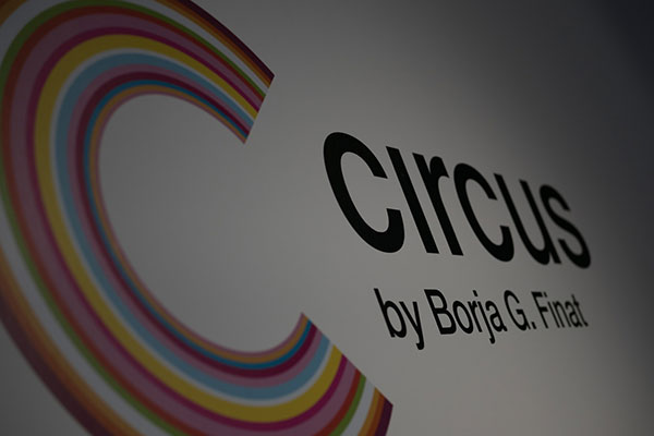 Logotipo Circus en pared